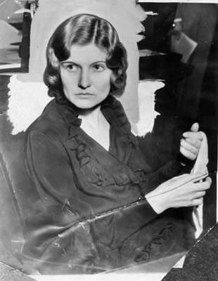 winnie ruth judd holding a handkerchief in her hands winnie ruth judd    Winnie Ruth Judd Crime Scene