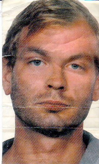jeffrey dahmer A morbidly curious look inside the infamous apartment 213 of jeffrey dahmer true crime magazine's behind the tape features 8 more never-before-seen photographs.