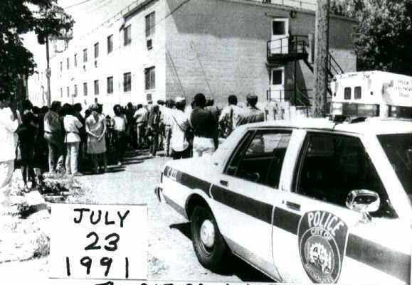 Police Removing Dahmer S Victims From The Oxford Apartment Building At 924 N 25th In Milwaukee